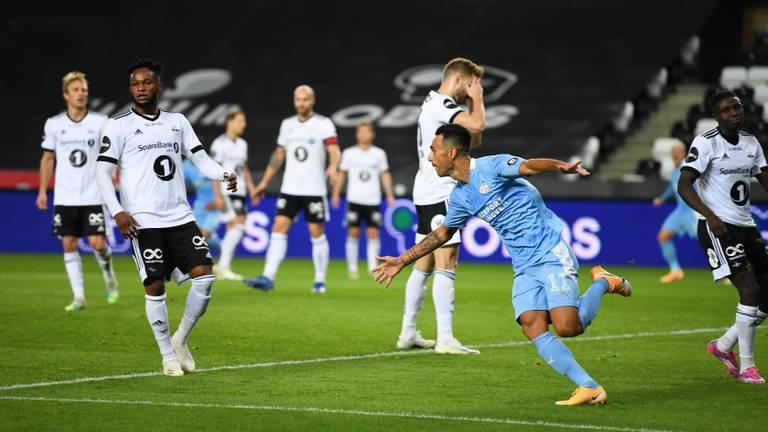 Eran Zahavi maakte zijn eerste PSV-goal (foto: OrangePictures).