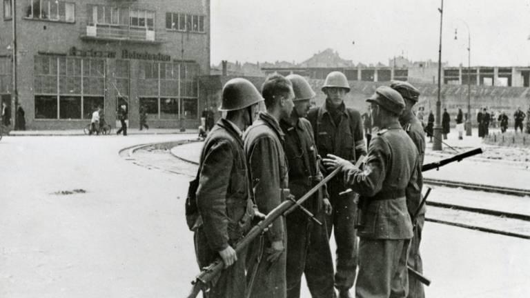 Mannen van de BS en Duitsers.