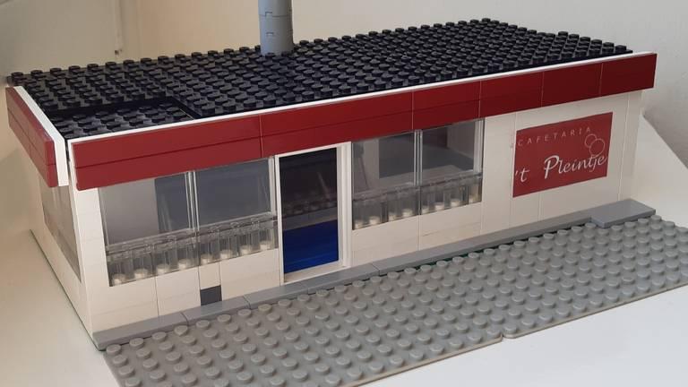 Door de New Kids-films misschien wel de bekendste friettent van Nederland: de inmiddels afgebroken cafetaria 't Pleintje in Den Dungen. Gemaakt door Milan van Zoggel.