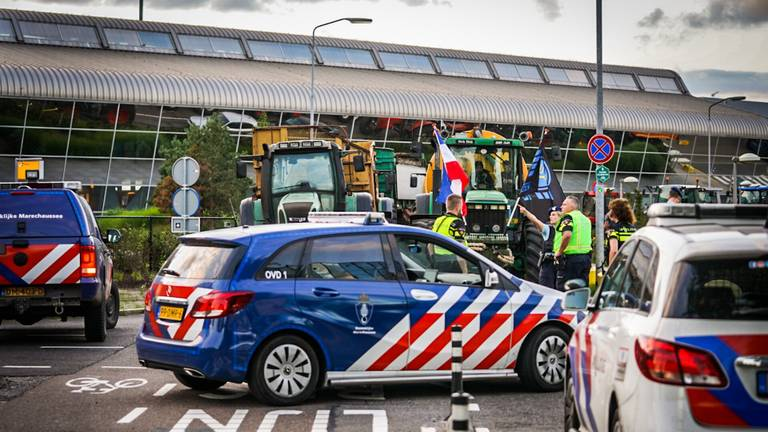 Boeren protesteren bij Eindhoven Airport (foto: Sem van Rijssel/SQ Vision)
