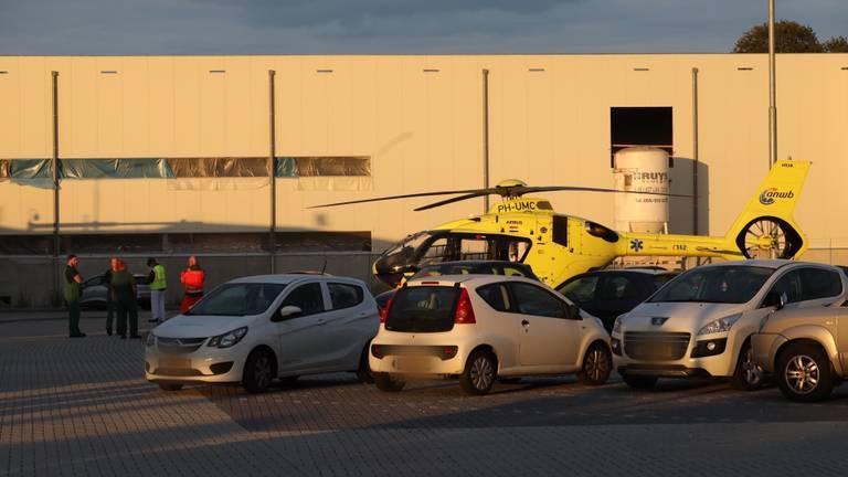 De traumahelikopter op de parkeerplaats bij Vion in Boxtel (foto: Sem van Rijssel/SQ Vision Mediaprodukties).