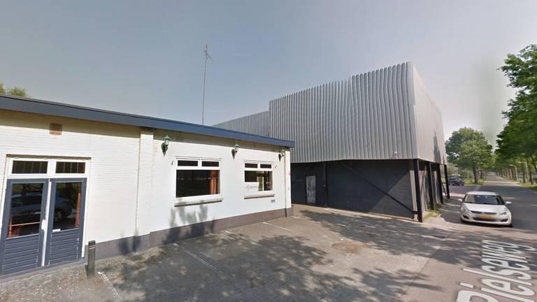 De loods aan de Rielseweg (Foto: Google Streetview)
