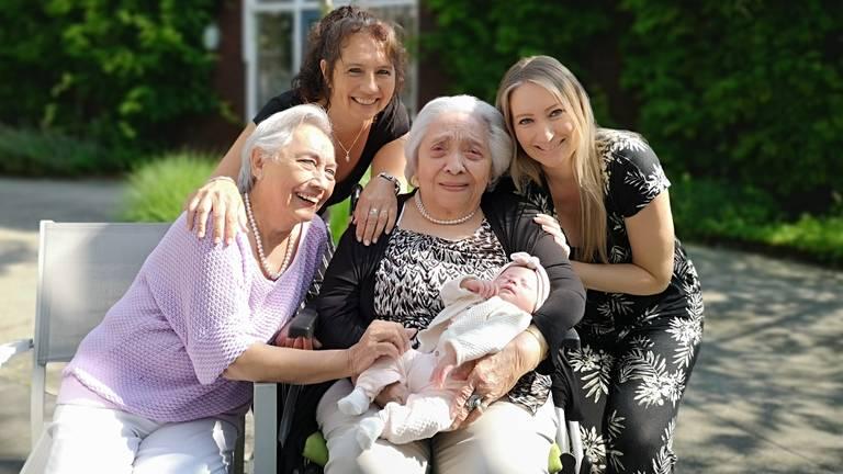 De vijf generaties samen op de foto (foto: Ferenc Triki)