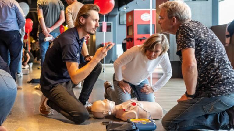 Een aantal vrijwilligers tijdens een training (foto: Philips).
