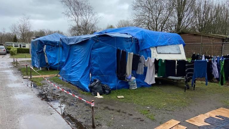 De camping verloedert (beeld: Omroep Brabant).