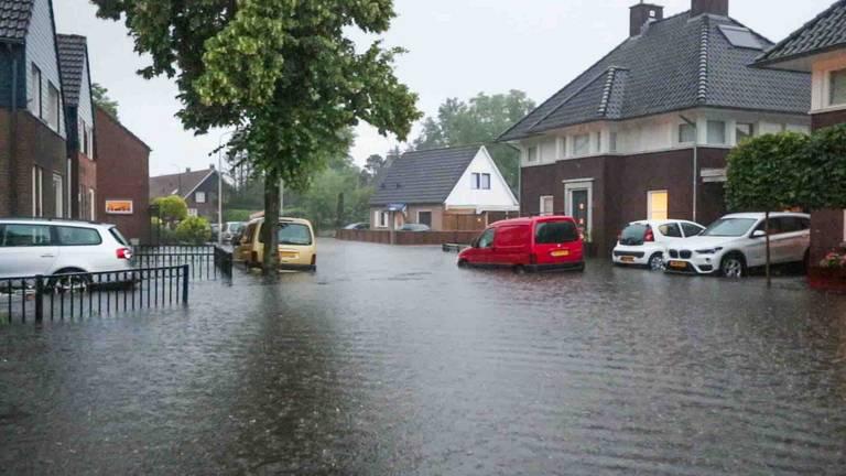 Extreem veel wateroverlast in Mierlo (foto: Dave Hendriks/SQ Vision).