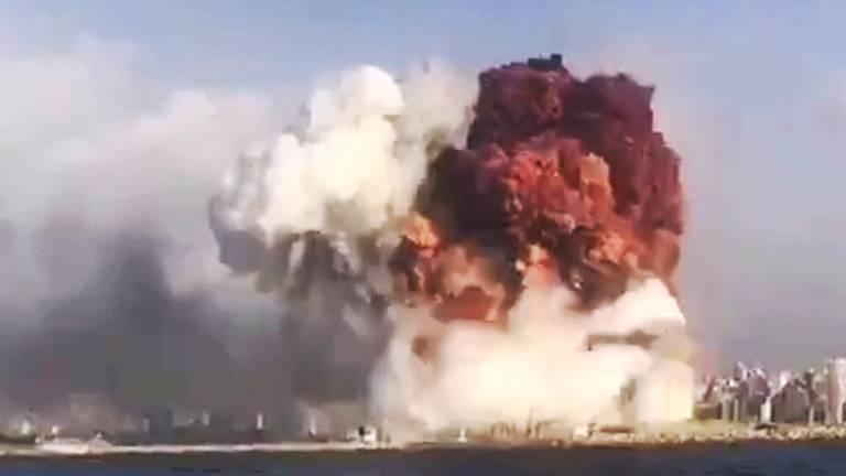 De enorme explosie in de haven van Beiroet (foto: ANP).