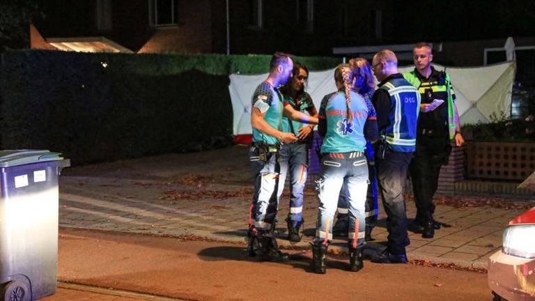 Er werd nog geprobeerd de man te reanimeren, maar hij kon niet meer gered worden (foto: Harrie Grijseels/SQ Vision).