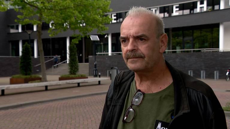 Cor den Dekker wil dat burgemeester Wobine Buijs verantwoording aflegt.