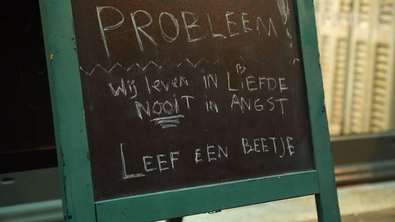 Handhavers van de gemeente Eindhoven hebben samen met de politie een laatste waarschuwing gegeven aan BBQ-restaurant De Kiet in Eindhoven.