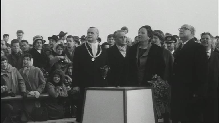 Koningin Juliana opent op 15 maart 1961 de Merwedebrug.