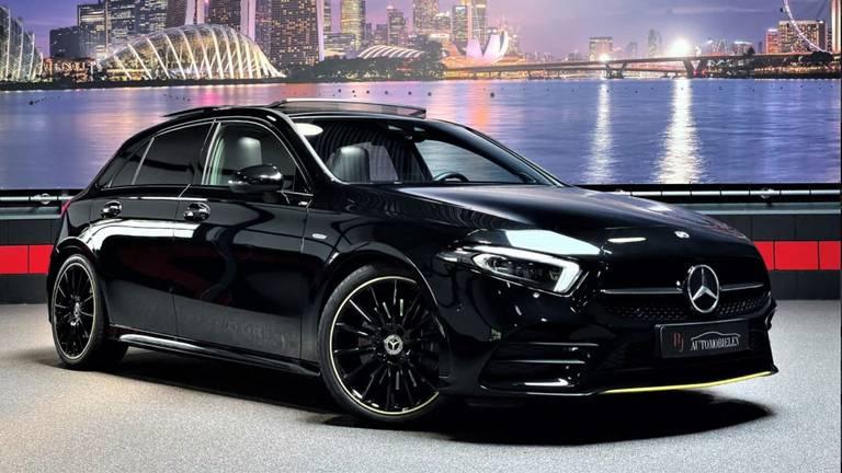 De Mercedes toen hij nog in de showroom stond (foto: RJ Automobielen).