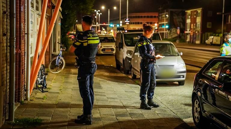 De politie bezig met het onderzoek na een van de steekincidenten (foto: Sem van Rijssel/SQ Vision Mediaprodukties).