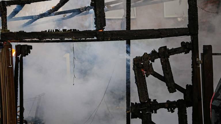 De treurige aanblik vlak na de brand aan het Peelhof in Helmond (foto: Harrie Grijseels/SWQ Vision).