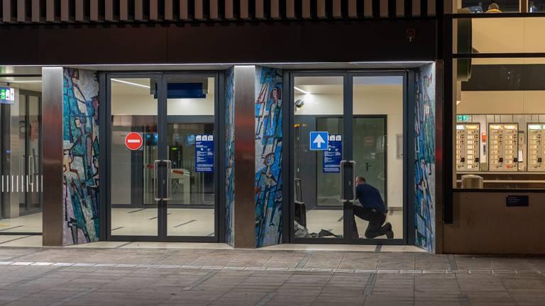 Na onderzoek kon station Tilburg weer worden vrijgegeven (foto: Iwan van Dun/SQ Vision).