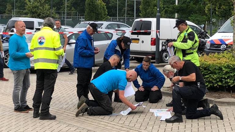 Vrijdag werd er ook al met een grote groep gezocht naar Bert de Laat (foto: Tom van den Oetelaar).