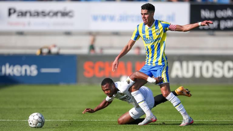 Anas Tahiri als nieuwe aanvoerder van RKC in duel met Vitesse (foto: OrangePictures).