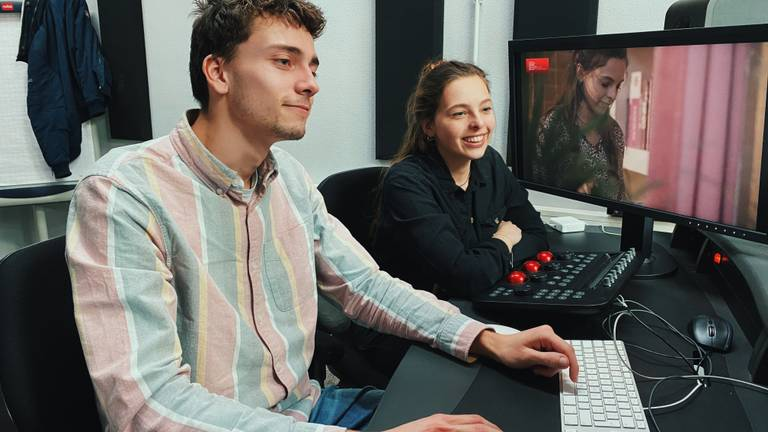 Pippi Dijkstra is samen met cameraman en editor Wim bezig met de documentaire (beeld: Pippi Dijkstra)