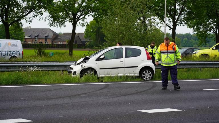 Vanwege het ongeluk op de A58 bij Bavel liep het verkeer op de weg vast foto: Jeroen Stuve/SQ Vision).