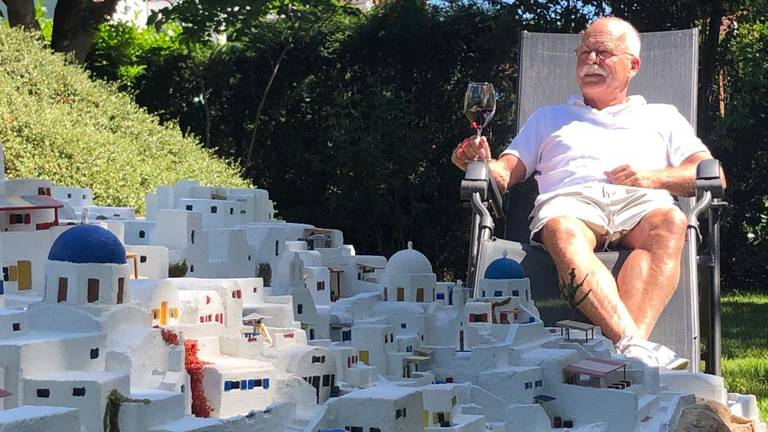 Fer geniet van het uitzicht op Griekenland... in zijn achtertuin (foto: Erik Peeters).
