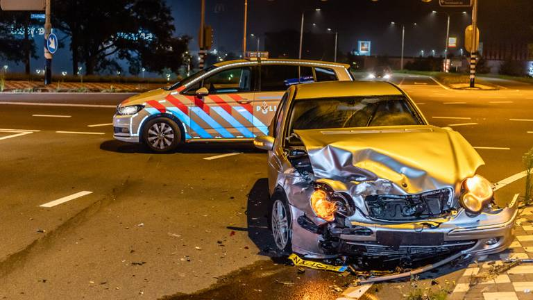 De schade na de botsing in Tilburg was groot (foto: Jack Brekelmans/SQ Vision).