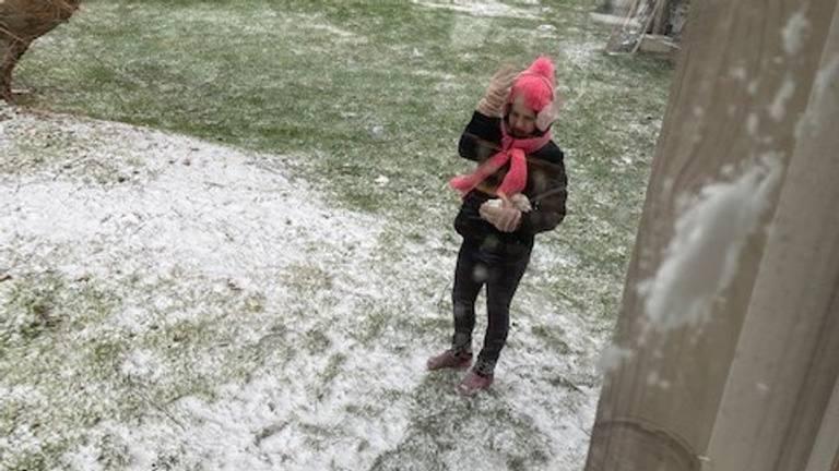 Sneeuwballen worden gegooid (foto: Manuela Leeuwenhaagen).