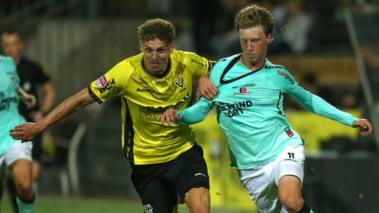 Strijdend Helmond Sport gaat in slotfase onderuit op bezoek bij VVV (foto: Orange Pictures).