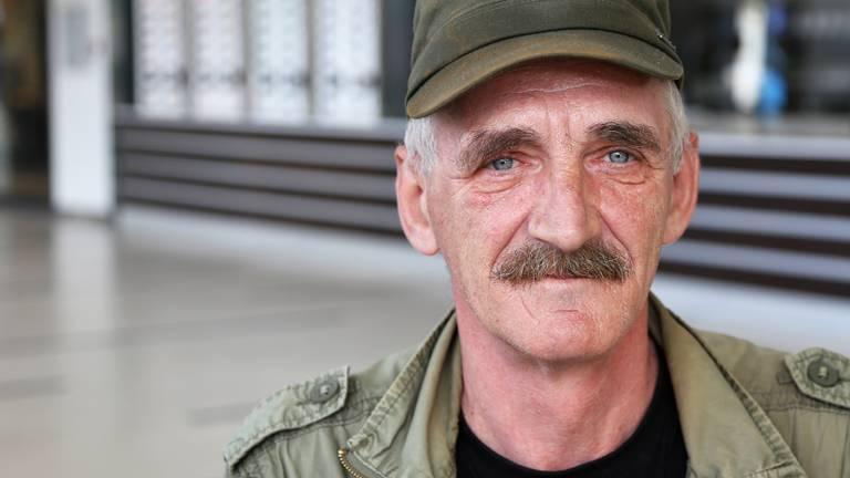 Leszek helpt als ervaringsdeskundige dakloze Polen in Tilburg (foto: Karin Kamp).