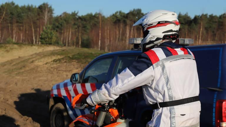 De Koninklijke Marechaussee rijdt zelf ook op crossmotoren (foto: Collin Beijk).