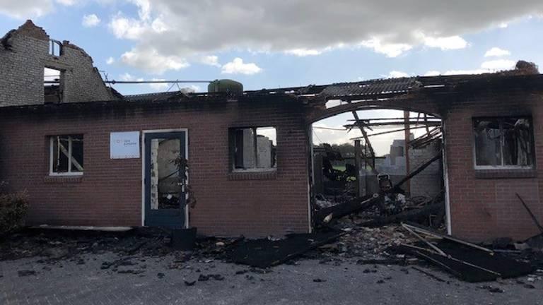 De boerderij na de brand (foto: Liza Simons).