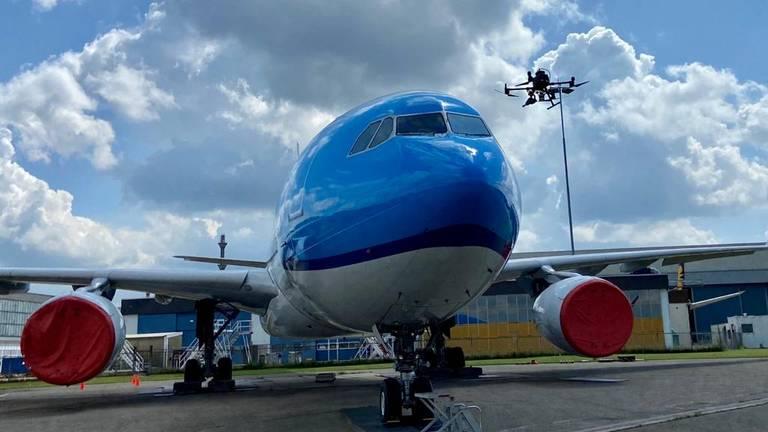 Beschadigingen aan het vliegtuig blijven niet onopgemerkt door de drone (foto: Erik Peeters).