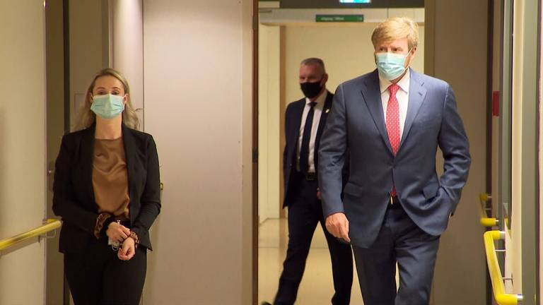 Koning Willem-Alexander bezoekt cohortafdeling van Amphia Ziekenhuis in Breda.