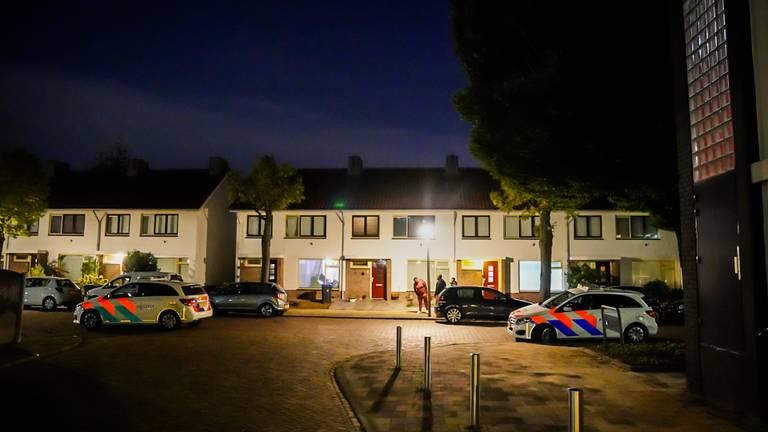 De politie in de Eindhovense Cavallilaan (foto: Sem van Rijssel/SQ Vision).