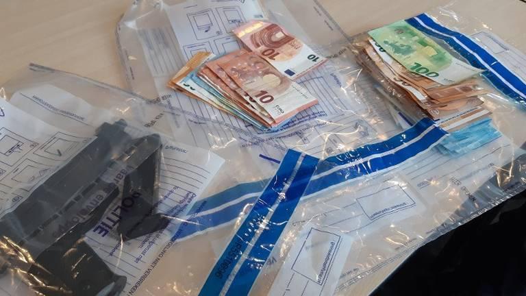 De vondst bij drie huiszoekingen (foto: Politie)