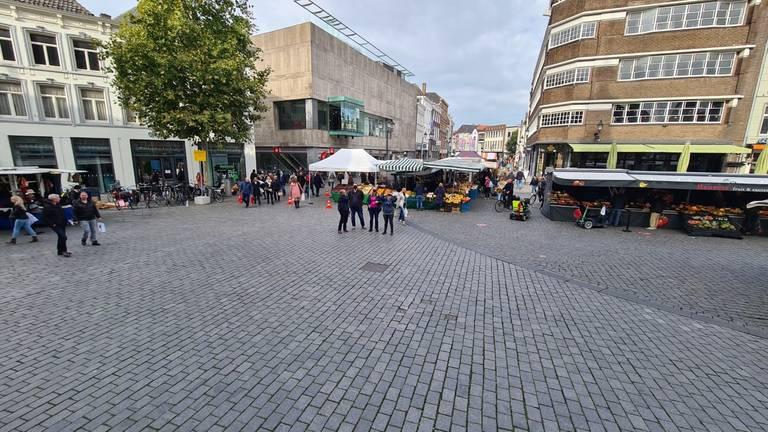 De Markt in Den Bosch zaterdagmiddag rond 13.30 uur (foto: Noël van Hooft)