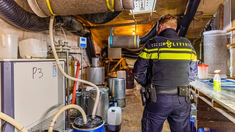 Een drugslab in Tilburg in een afgesloten ruimte in de loods (foto: Jack Brekelmans/SQ Vision).