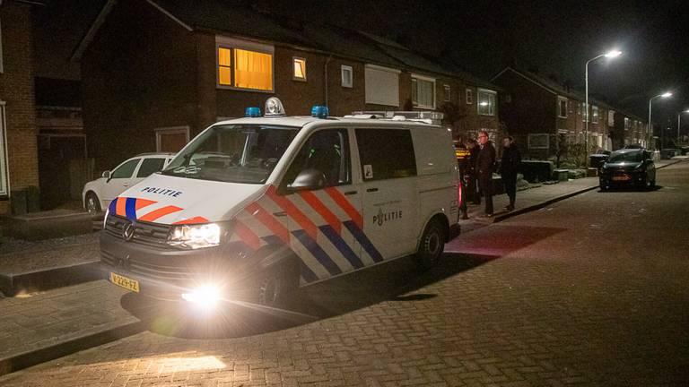 De politie doet onderzoek na de overval in Werkendam (foto: Jurgen Versteeg/SQ Vision).