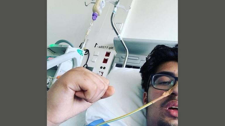 Sehraz deelde vandaag zelf deze foto: 'ik ben weer wakker'