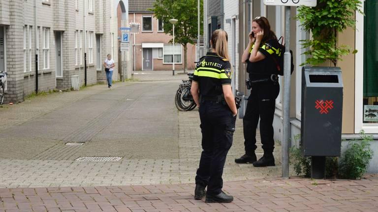 Diverse agenten werden ingezet bij de gecoördineerde actie in Breda (foto: Perry Roovers/SQ Vision Mediaprodukties).