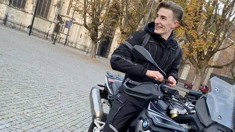 Trotse Max met zijn motor op de Parade bij de Sint Jan in Den Bosch. (Foto: privécollectie Max Looman)