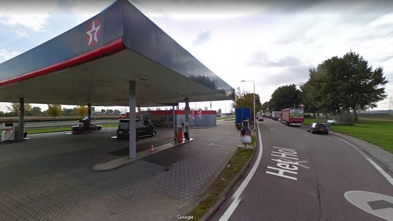 Het tankstation langs de A17 bij Oud Gastel (foto: Google Streetview).
