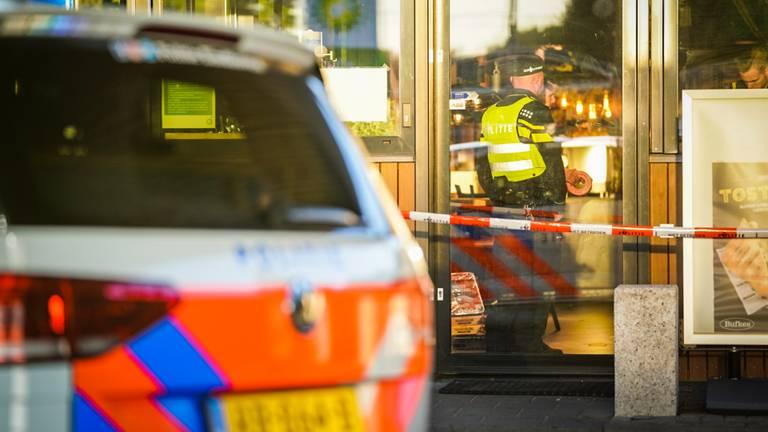 Politie-onderzoek in het BP-tankstation aan de Eisenhowerlaan in Eindhoven (foto: Sem van Rijssel/SQ Vision).