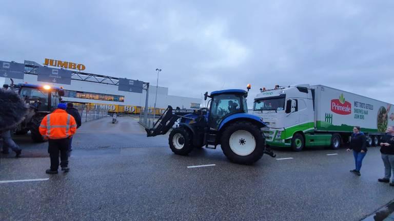 Vrachtwagens van Jumbo werden tegengehouden (foto: Lola Zopfi/SQ Vision Mediaprodukties).