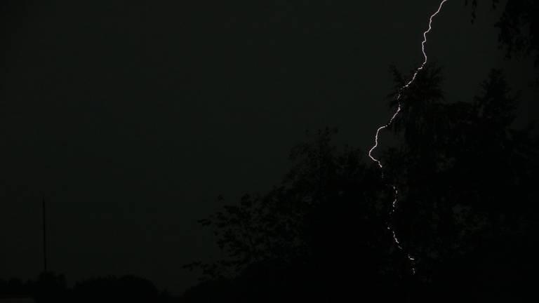 Lightning bolt above Wouwse Plantage (photo: Corine Alstadt)