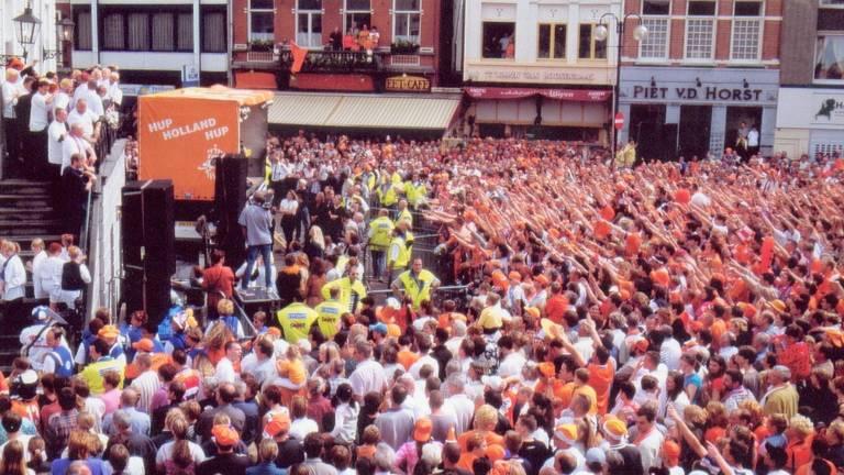 Roosendaal liep in 2000 uit om RBC te huldigen na de promotie.