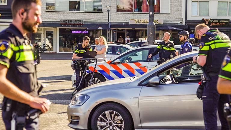 De politieactie op de Woenselse Markt (foto: Sem van Rijssel / SQ Vision).