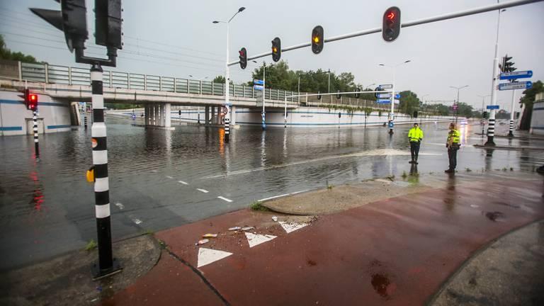 De Henri Dunanttunnel in Helmond liep volledig onder water (foto: Pim Verkoelen/SQ Vision).