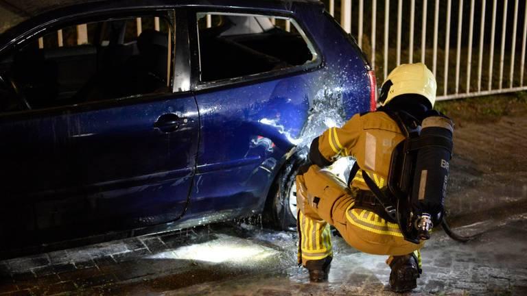 Brandschade bij een auto aan de Kleine Krogt in Breda (foto: Perry Roovers/SQ Vision).