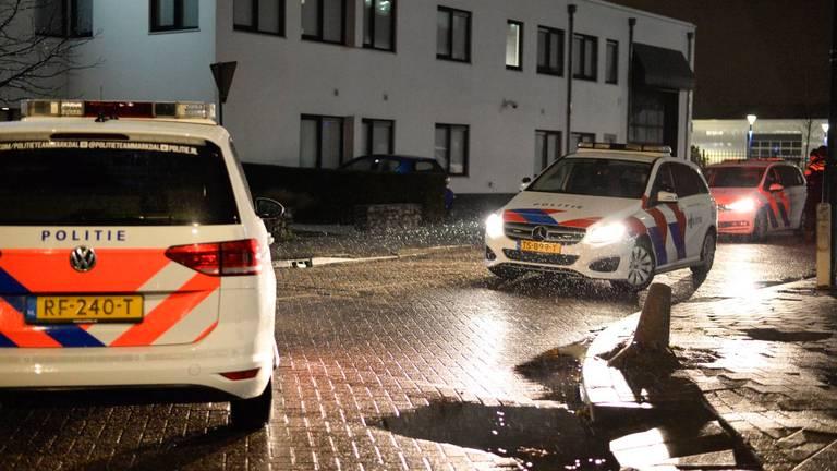 Agenten vonden naast een explosief ook hulzen aan de Kleine Krogt in Breda (foto: Perry Roovers/SQ Vision).