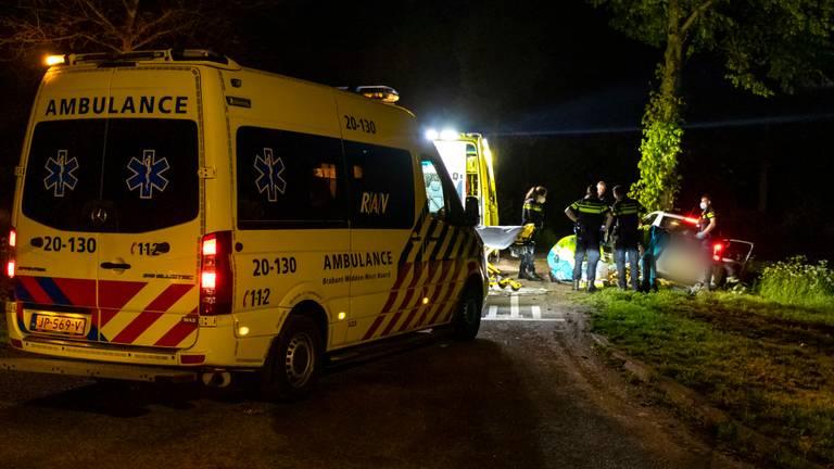 De slachtoffers zijn met een ambulance naar een ziekenhuis gebracht (foto: Jurgen Versteeg).
